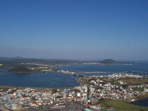800px-View_from_top_of_Seongsan_Ilchulbong